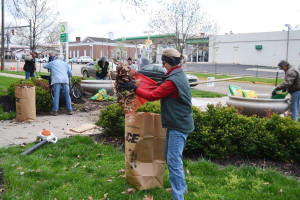Members of Des Fleurs established and help maintain the landscape for OCAC.